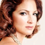 "Gloria Estefan quien se dio a conocer con ""Miami Sound Machine"""